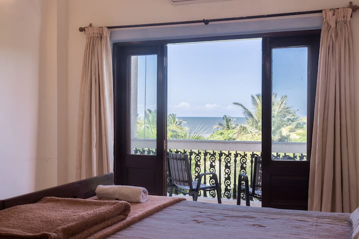 EXCLUSIVE Sea View and short walk to Beach BnB