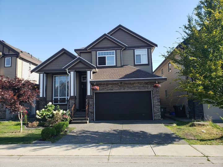 Private 1 bed room basement suite in Langley