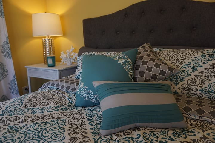 ★ Cozy bedroom near 30A beaches and the bay ★
