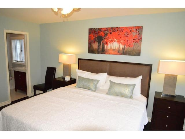 Master Bedroom with Ensuite - Sasson House - Niagara-on-the-Lake