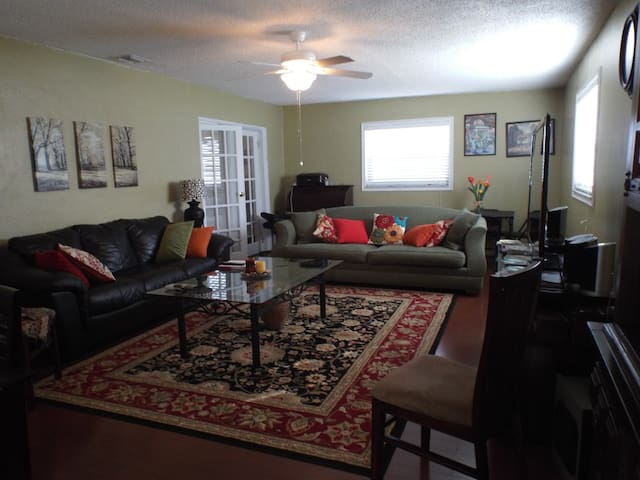 Bougainvillea House loc 4 miles from Pompano Beach - Pompano Beach - Bed & Breakfast