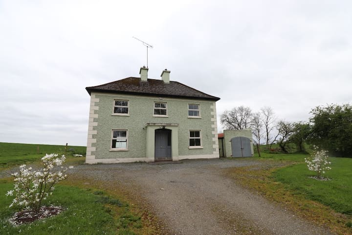 Beautiful & Spacious Moynalty Country House, 3 Bed