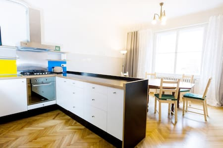 Very big, bright, central, walking-distance flat - Prag