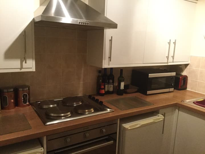 Great spacious flat ideal location for city centre