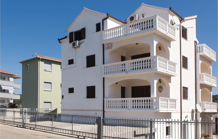 Holiday apartment with 1 room on 35m² in Okrug Gornji