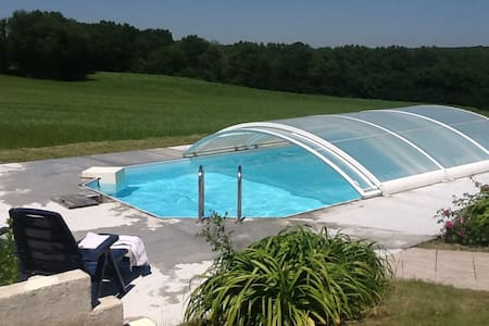 Restored farmhouse with swimming pool and wifi