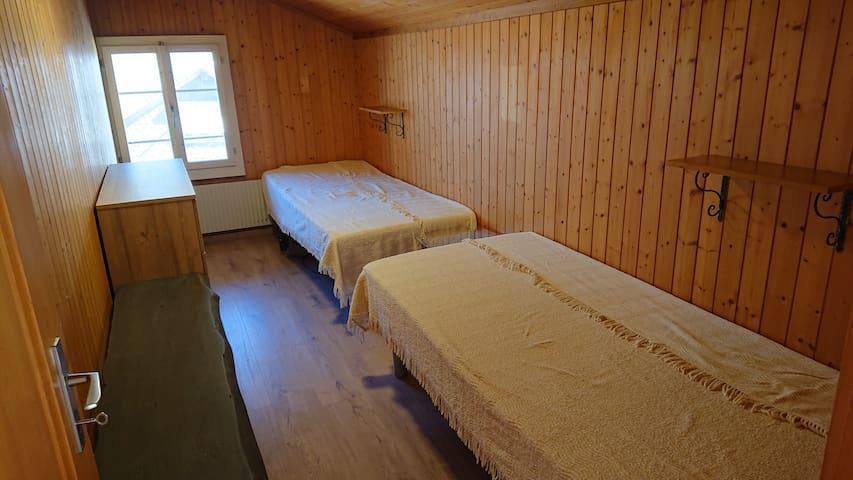 ... das ist der Schlaf Raum 2, mit den erwähnten Tempur Schlaf-System...