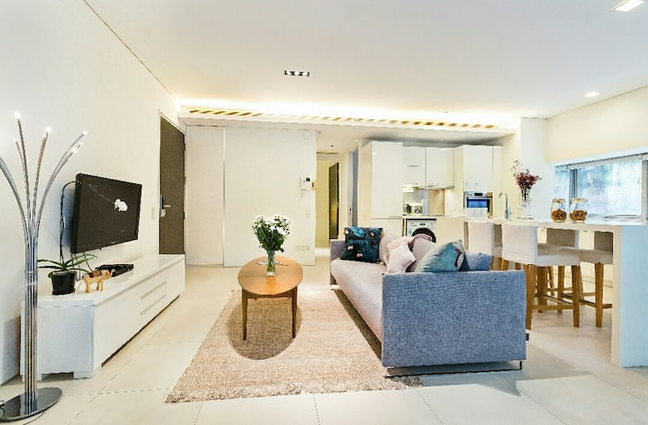 Luxury Home @ Orchard Road,2BR, Quite,Terrace EMG