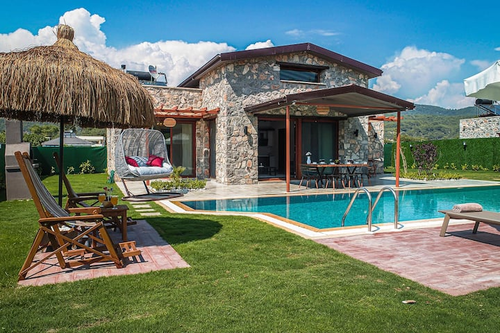 Kayaköy'de Geniş Bahçeli Lüks Muhafazakar Villa