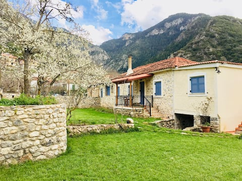 KALAVRYTA-PLANITERO stone house