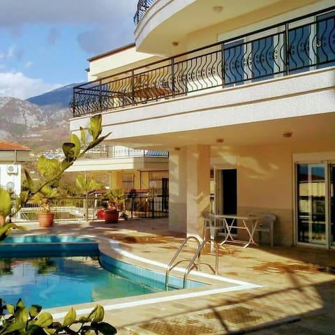 Private with balcony seaview Roof Floor - Alanya - Bed & Breakfast