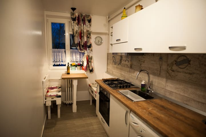 Nicola's home, stylish, spacious, warm and bright - București - Byt