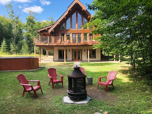 Log Cottage Huron, Lake, Hot-tub and much more