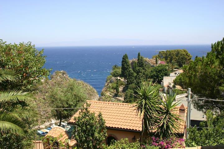Romantic house with sea view - Mazzarò