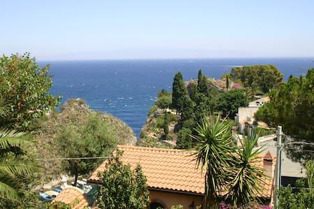 Romantic house with sea view - Mazzarò - Haus