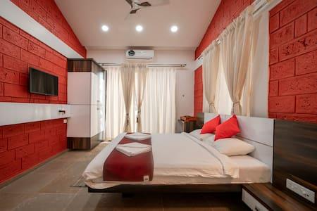 Royal suite room - Yashodhan Agri Tourism