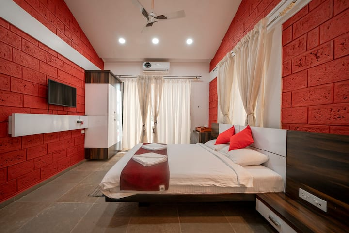 Royal suite room - Yashodhan Agri Tourism