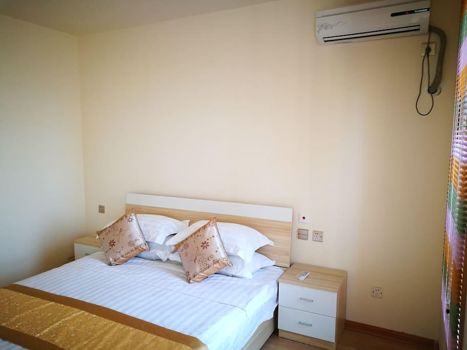 主卧室带独立卫生间与衣帽间,近乎奢华