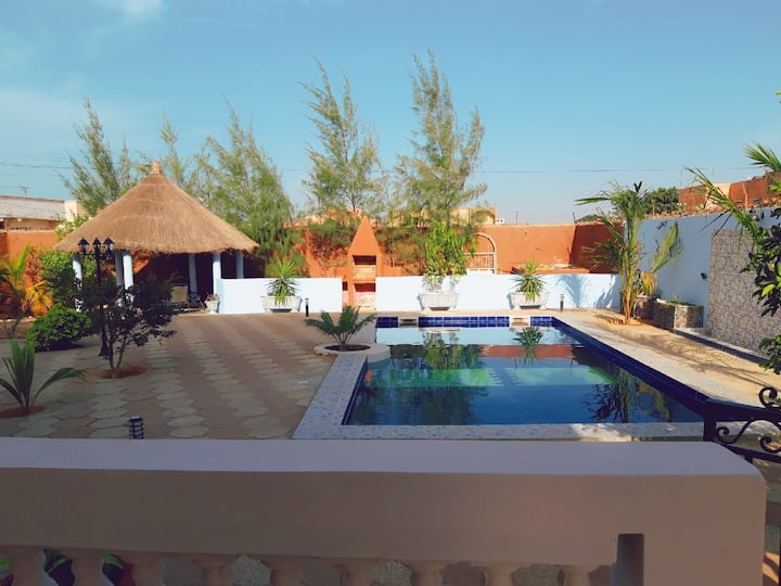Magnifique villa avec piscine a Mbour