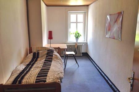 Kleines Zimmer in historischem Haus - Ev
