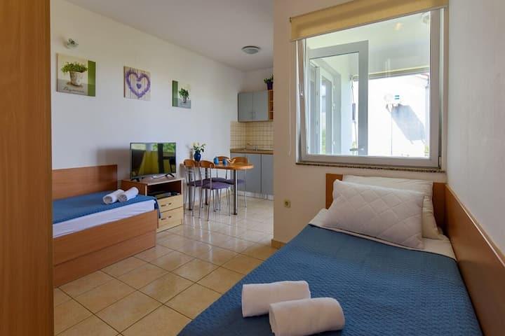 Amplio apartamento en Sukošan con balcón