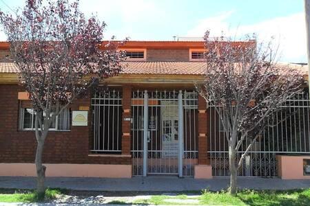 Hostel Portal, cerca de la Terminal de Neuquén. - Neuquén - Aamiaismajoitus