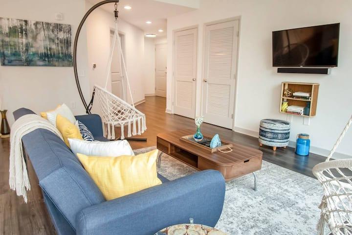 Stylish Midtown Atlanta Luxury City View Apartment