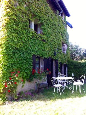 Maison de vacances à la campagne - Brousse - House
