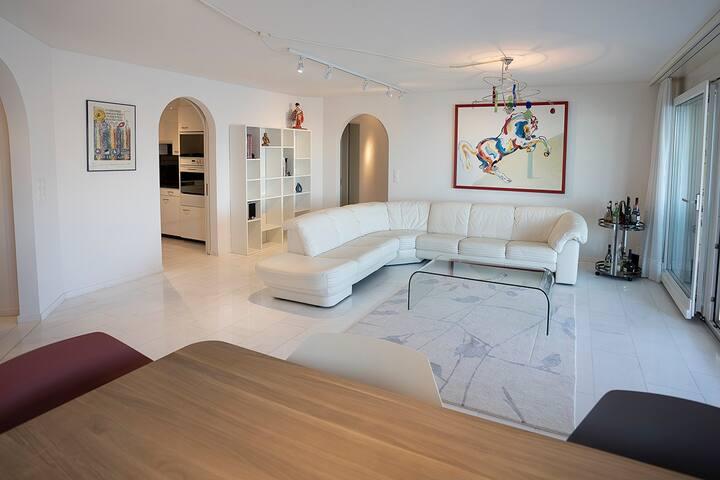 traumhafte möblierte 4.5 Zimmer Wohnung in Fürigen
