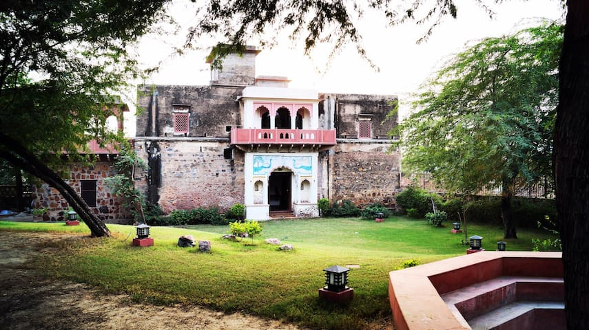 Lal Darwaza - 100 Year old Manor near Gurugram - Silani