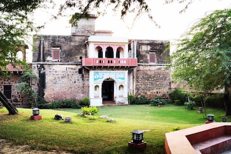 Lal Darwaza - 100 Year old Manor near Gurugram - Silani - Castell