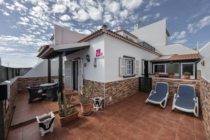 Villa Luz close to the Beach with Wi-Fi, Balcony & Terraces; Pets Allowed