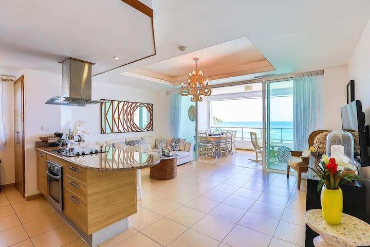 ☆Luxury Beachfront W/2Balconies, KingBed, SmartTV☆