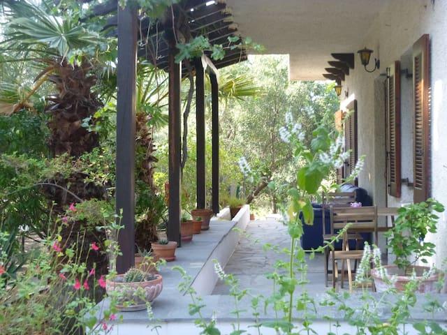 Two story house, garden, access to sea - mountain