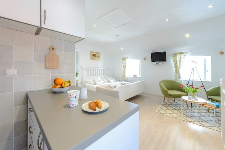 Charming studio - Old town center