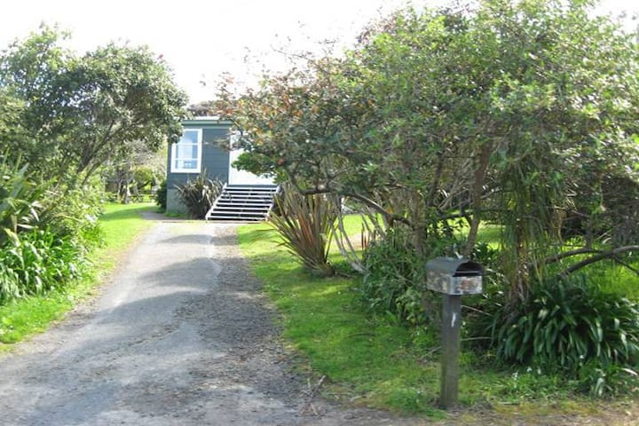 Cosy, basic room with a small double bed - Bethells Beach
