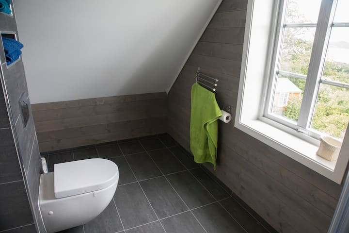 The bathroom was completely renovated and extended in 2016. The old bathroom was only 4 square meters - but on this limited space my mother and her sister both had their bedroom when they grew up.