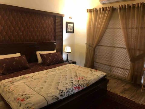 2 BED Comfortable/Clean/Peaceful House, DHA Ph 8