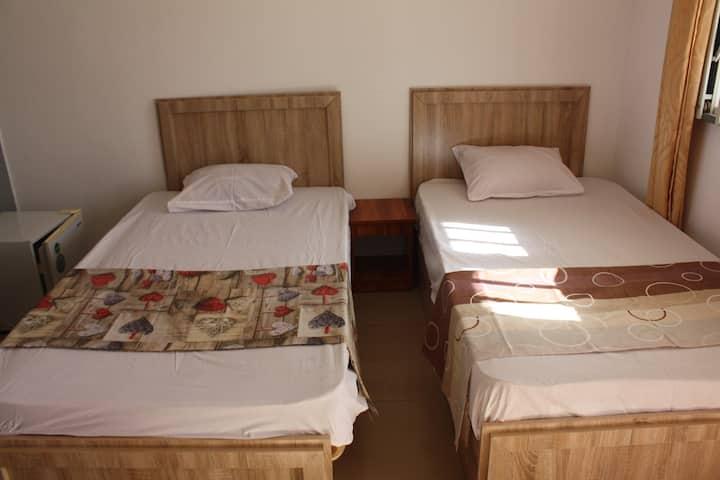 chambre double avec lits séparés.