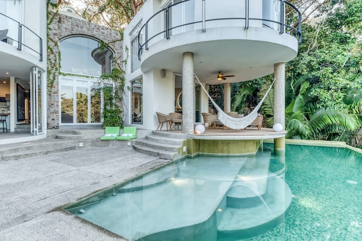 Ocean view home with a private infinity pool, partial AC & WiFi - near beaches!