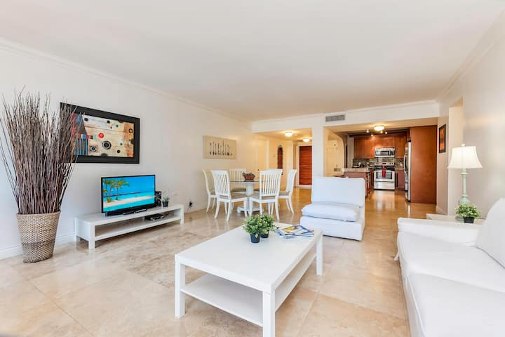 Key Biscayne Apt w/Pool and Private Beach Access