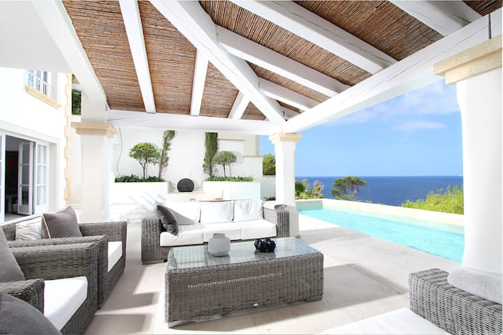 Aquarius is a Luxury Holiday Villa in Puerto Andratx, Mallorca with a Private Swimming Pool