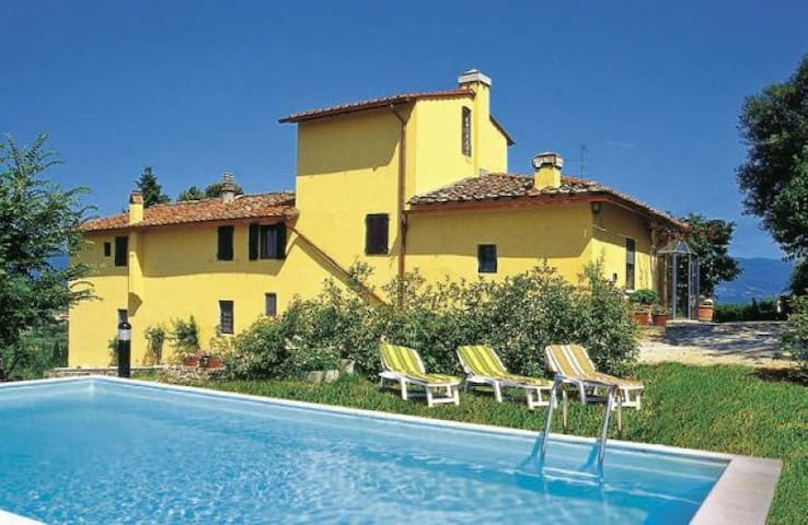 Cozy farmhouse among the hills with private pool - Rignano Sull'Arno - House