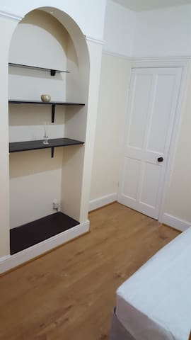 A beautiful single room - Luton - Dům