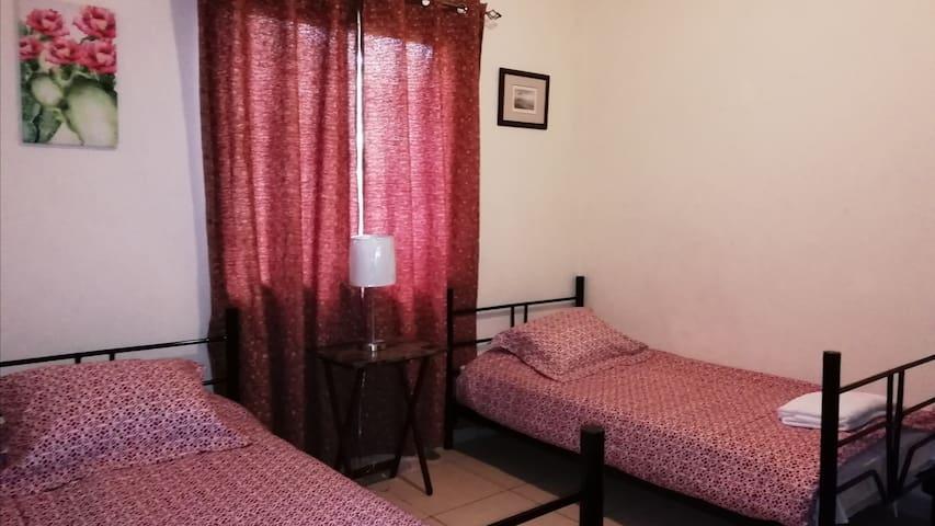 Bedroom 3: >> 2 single beds