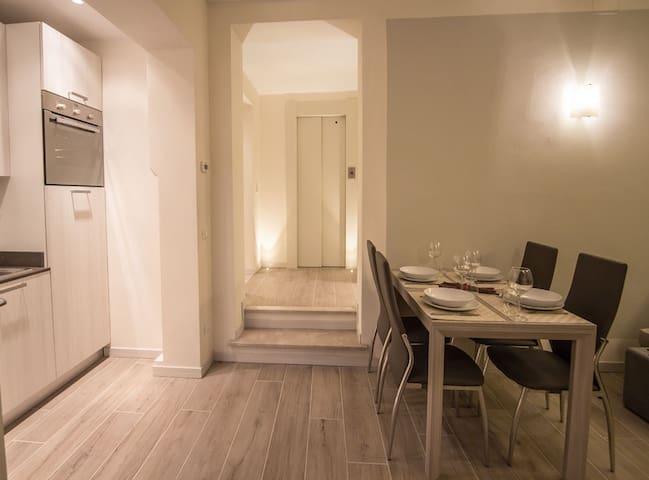 Appartamento Con Giardino sul Lungolago - Gardone Riviera