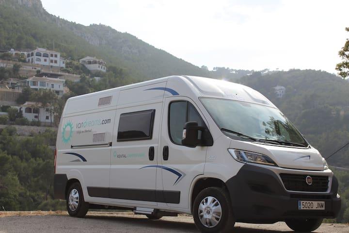 Se alquila autocaravana tipo camper nueva - Benissanó - Kamp Karavanı/Karavan