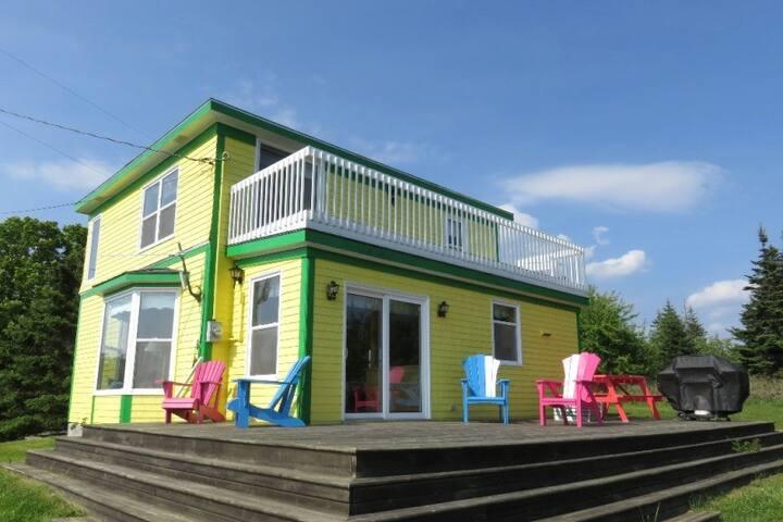 Walk to Secret Sandy Beach ~ Bright View Cottage