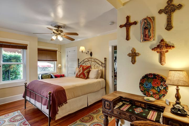 NO CLEANING FEE Old Town Room - Hillcrest House Bed & Breakfast