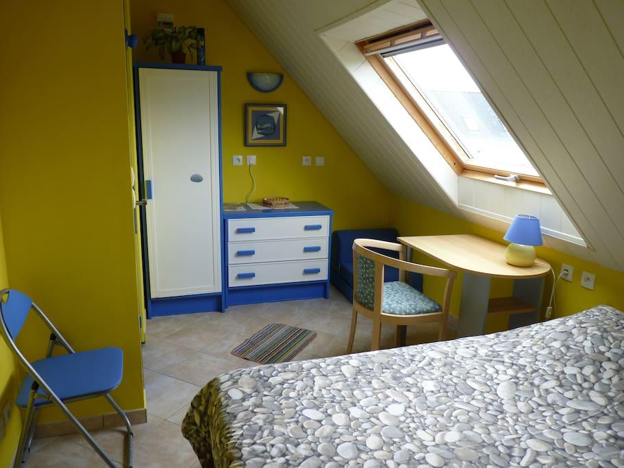 1 chambre d 39 h tes belle ile p che en bateau chambres d 39 h tes louer locmaria bretagne. Black Bedroom Furniture Sets. Home Design Ideas